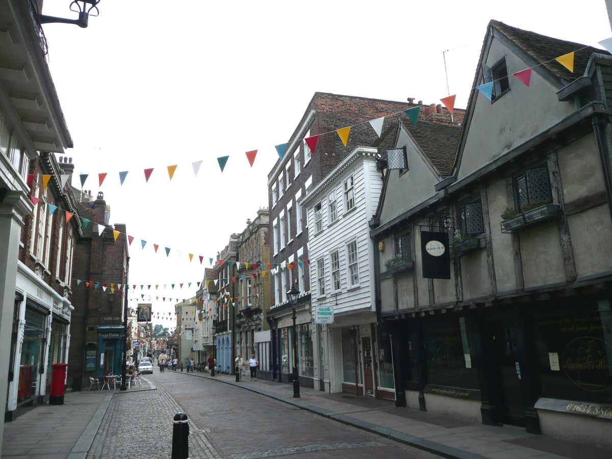 http://www.mabbs.co.uk/uk/southeast/kent/rochester64.jpg